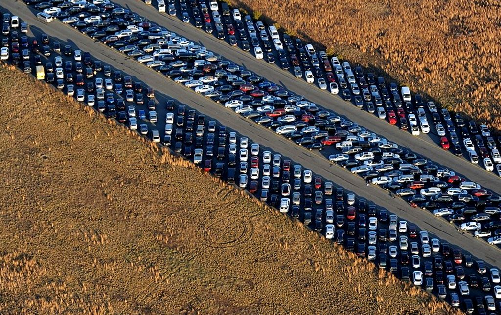 O acúmulo de carros danificados pelo furação Sandy